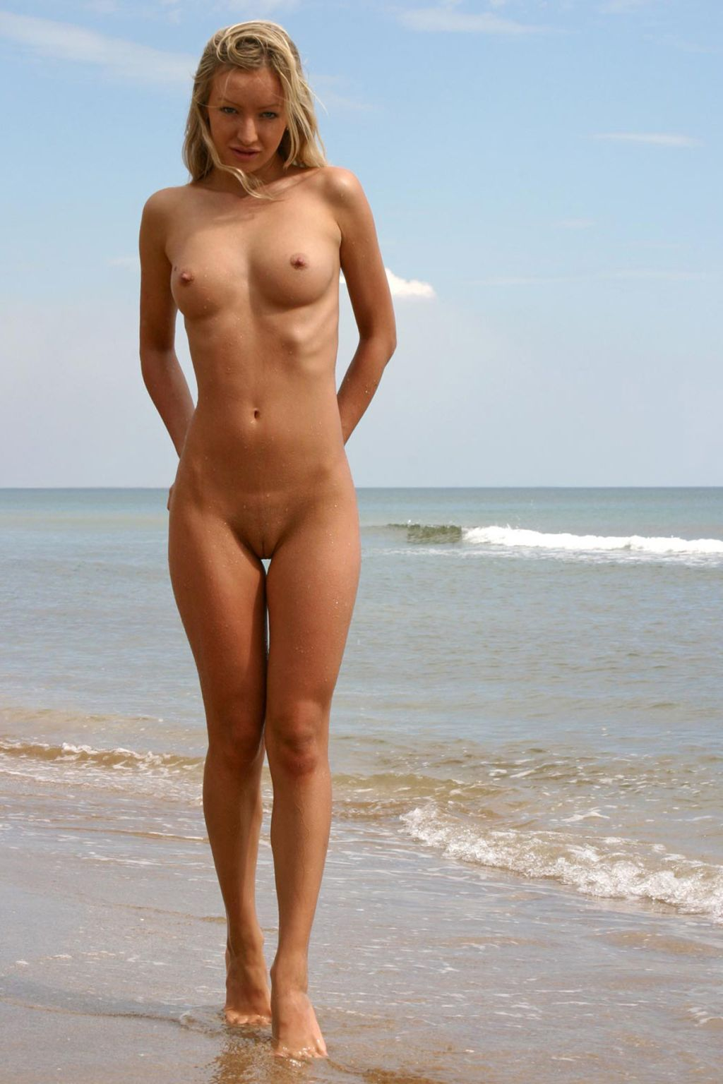 Red Z. reccomend Beauty blonde babe Topless on the Beach