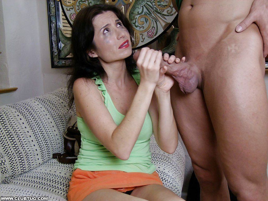 Sara jean underwood shows her pussy