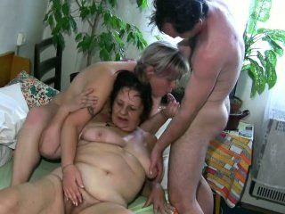 Granny threesome very old