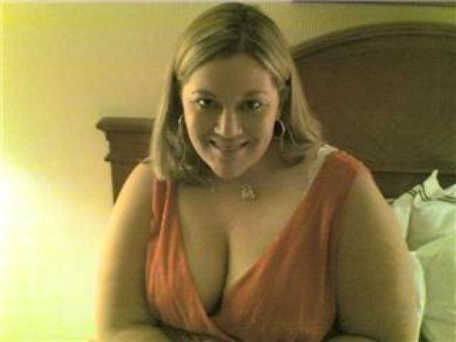 Chubby blond mom