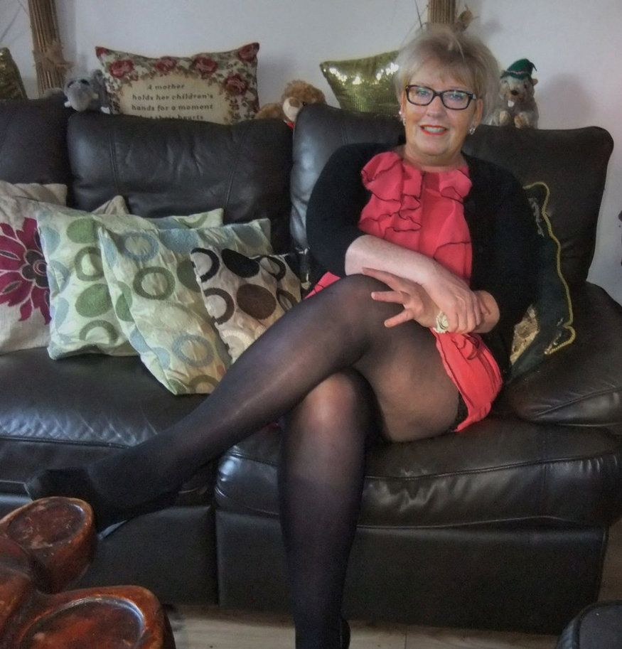 British mom i`d like to fuck Michelle doesn't wear knickers just tights · BritishMom Vigorous man fucks both holes of hot masseuse in nylon pantyhose.