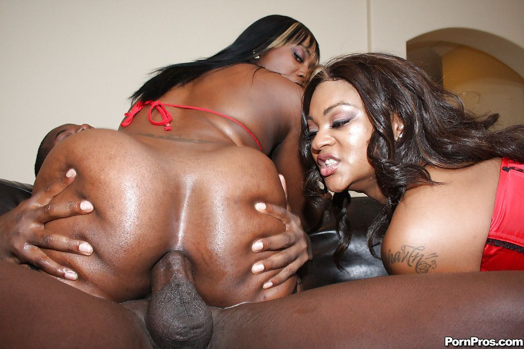 Very sexy black milf gets a creampie