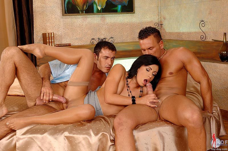 Your idea Naked men and women having threesomes