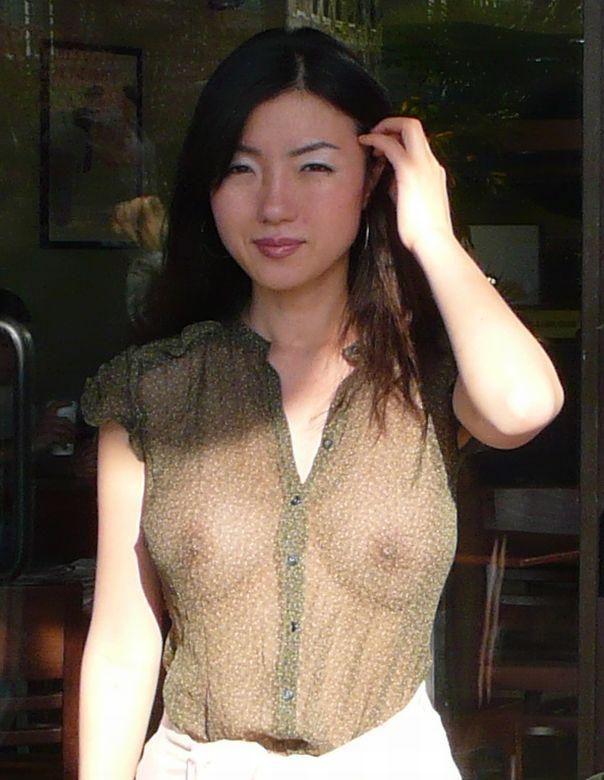 Asian no panty upskirt
