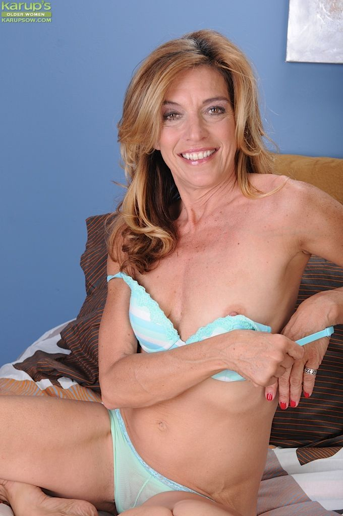 Sex starved milf next door