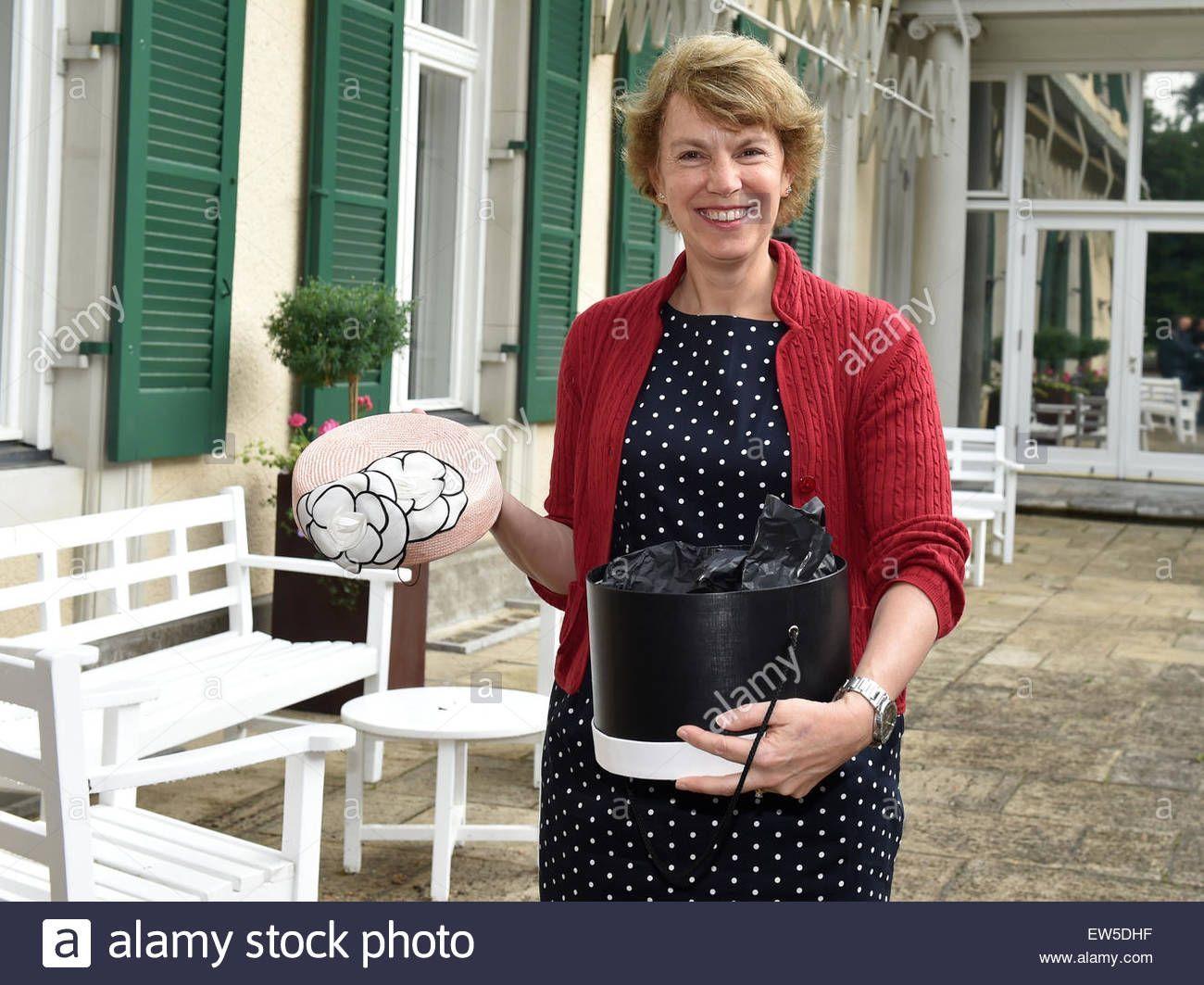 Frau Juni wichsen Nonnen Spycam