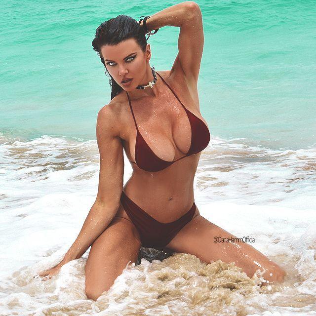 Patti recommends Masive dildo in pussy