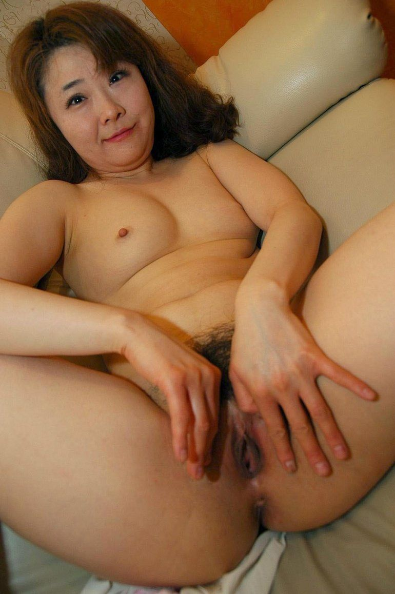 Mature with long labia galleries