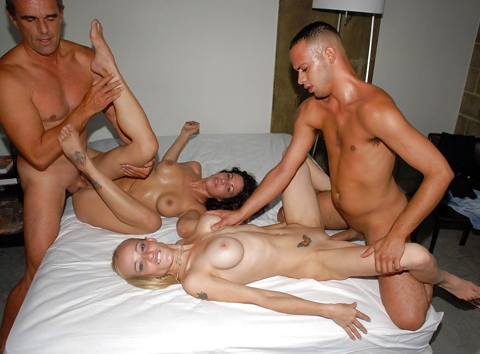 Gallery group man swinger