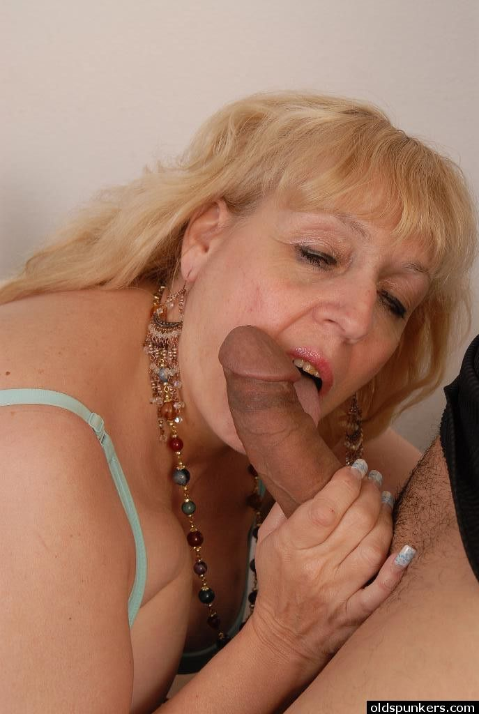 Deep throat blow job bbw