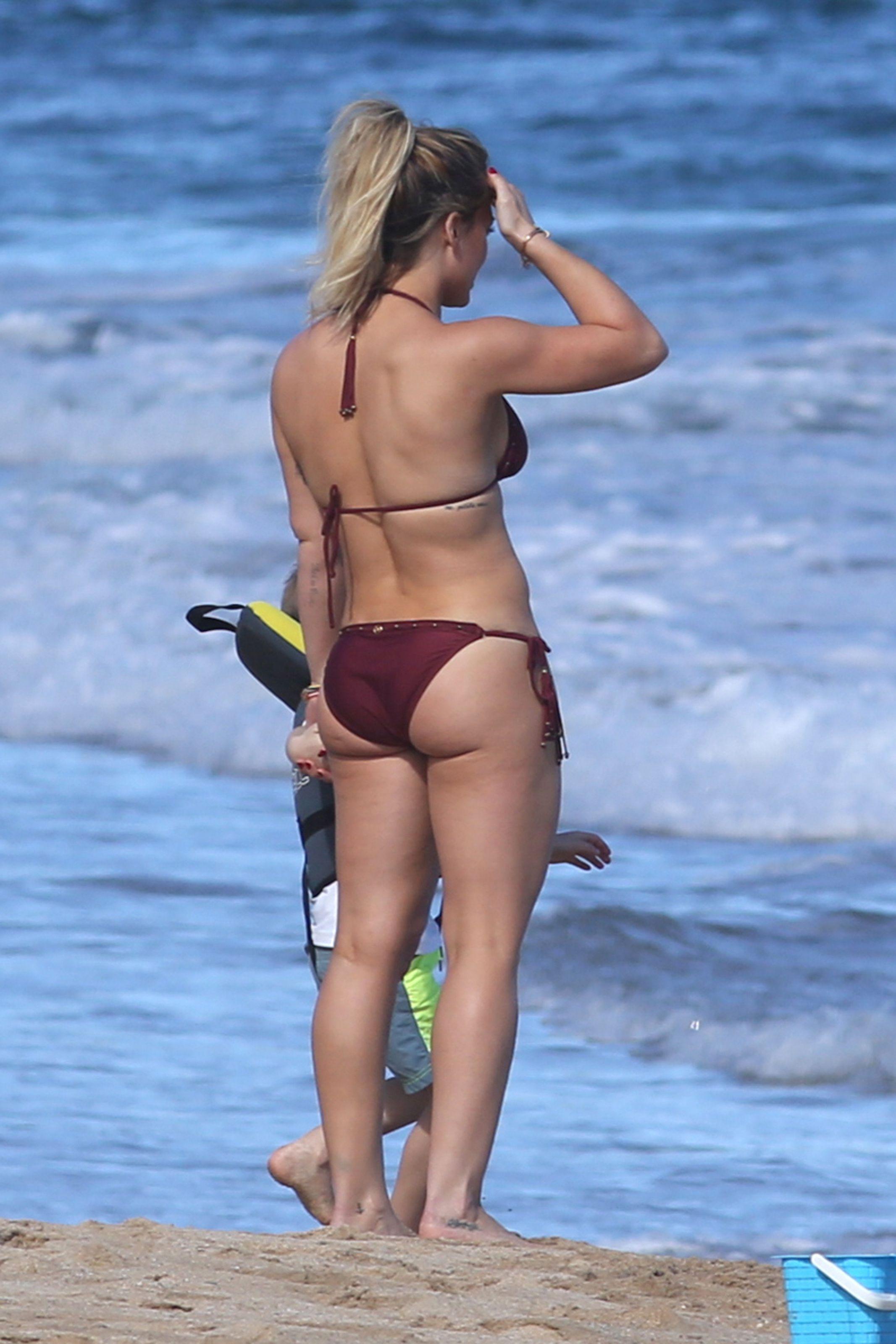 Beach milf pic post