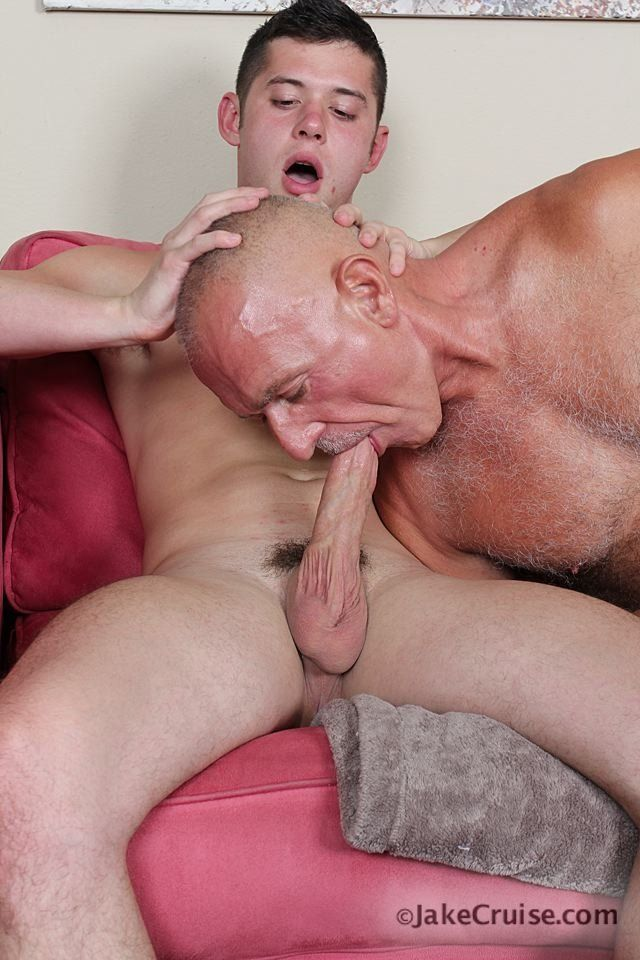 Deep facial gagging slut throat