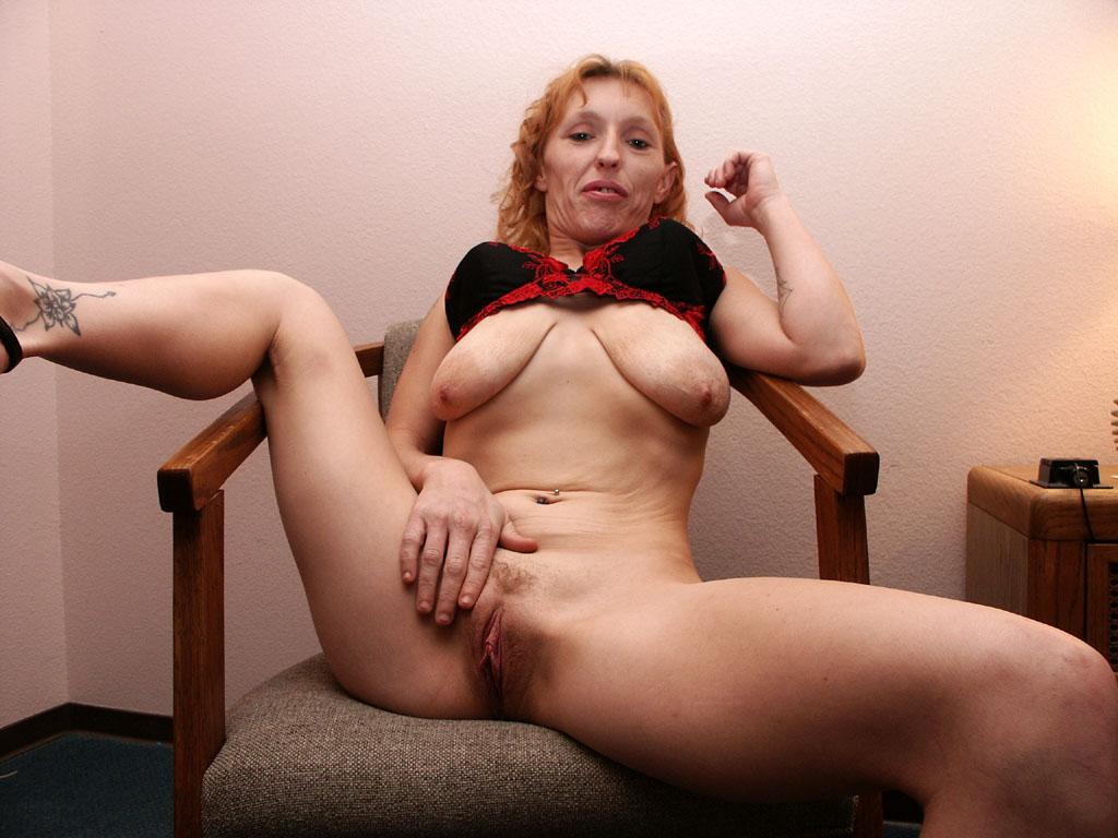 Mature spreading pussy videos