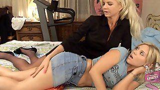 Lesbian seduction free porn lesbian seduction best sex