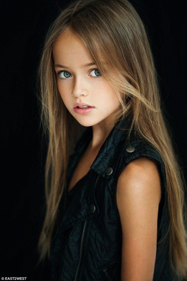 Models picts youngest teen