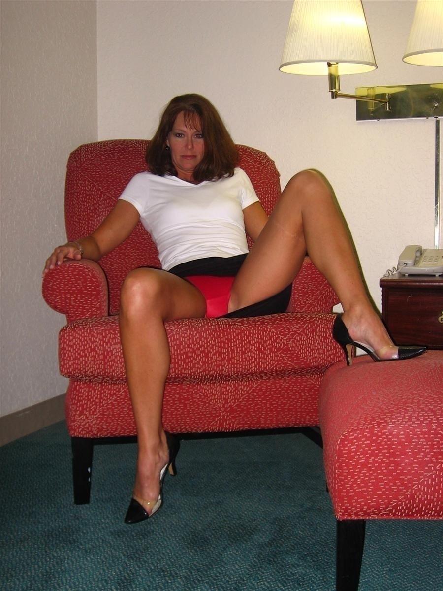 Sexy housewife upskirt pics
